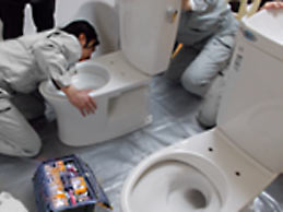 トイレ工事研修の様子1