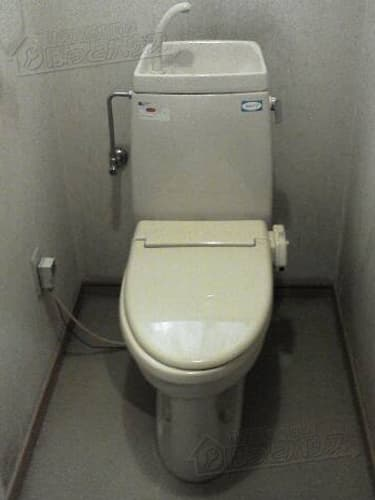 施工前 INAX(LIXIL) シャワートイレM1B